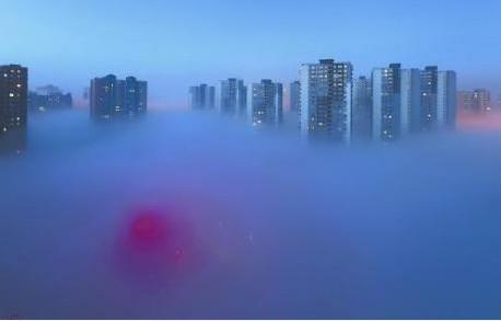 """悟空:""""师父,前方烟雾缭绕,如仙境一般,怕是到西天大雷音寺了吧?"""" 唐僧:""""悟空,那是北京市区!如此仙境,难怪是全国幸福指数最高的城市了!要不,你留下吧!"""" 悟空:""""师父,我要去西天!"""" 唐僧:""""徒儿不知,留在此地是去西天最快的方式!"""""""