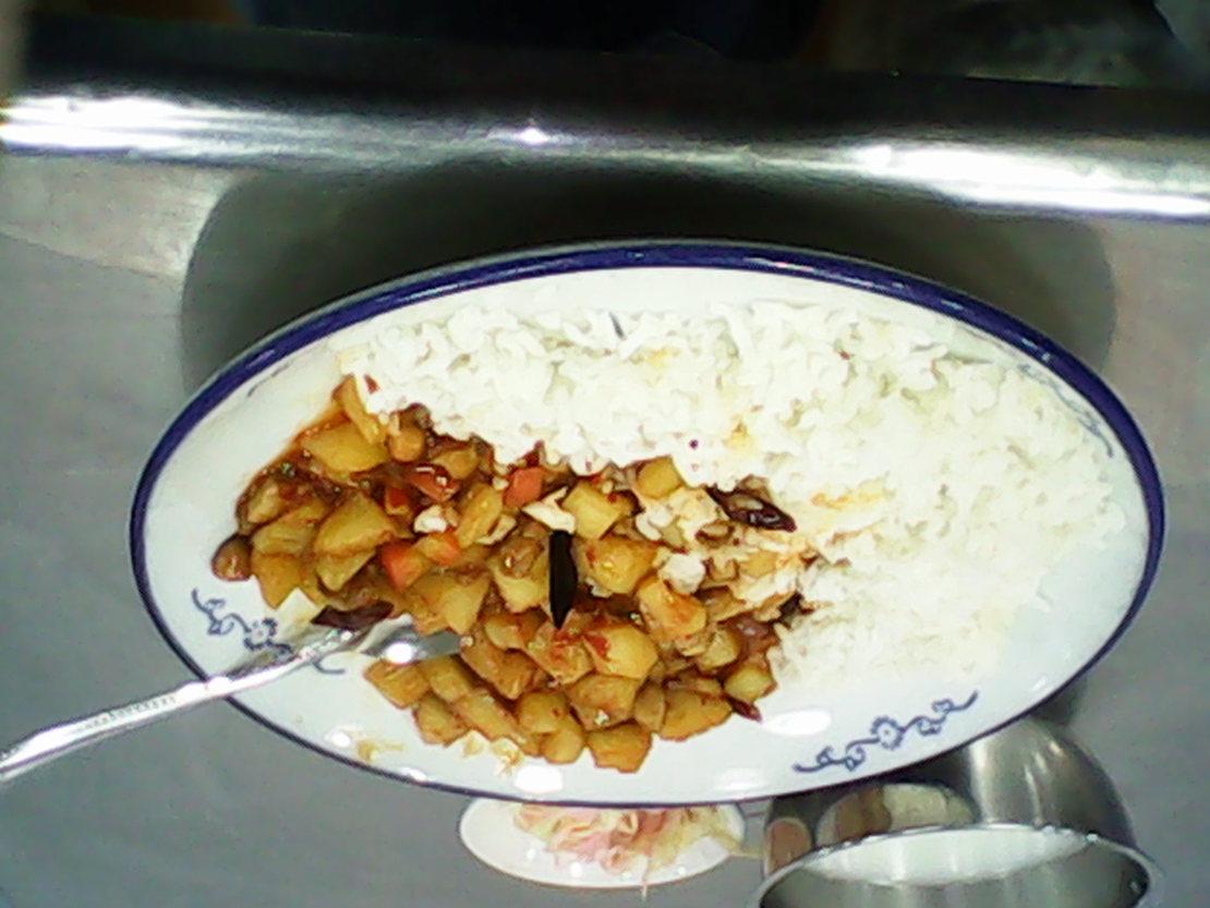 今天食堂去吃饭,点了盘土豆烧牛肉,端盘子的时候不小心掉了一片牛肉,然后就吃了一盘土豆…………