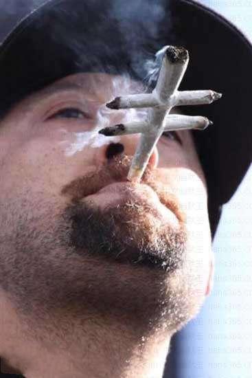 吸烟的最高境界啊~