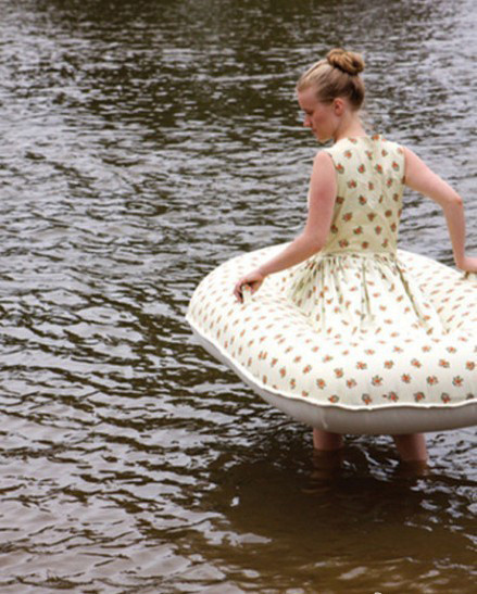 这才是真正的泳衣,旱鸭子们的至宝。。。