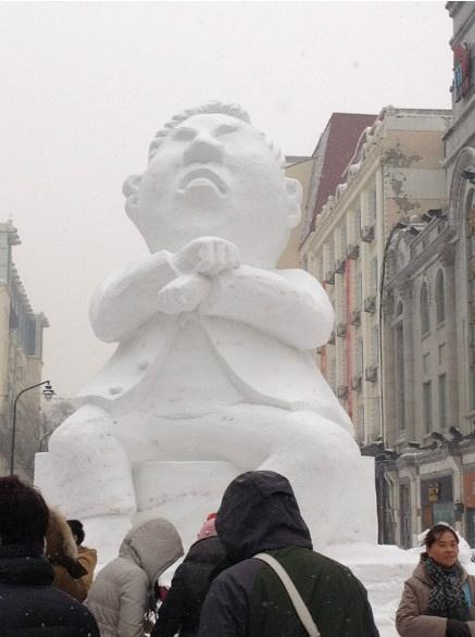 哈尔滨中央大街的鸟叔雪雕...