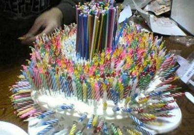 爷爷 奶奶 姥姥 姥爷同一天过生日。。 有没有人想过蛋糕的感受??
