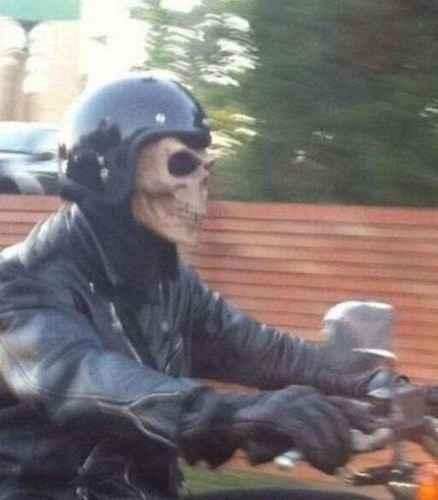 天冷了,骑摩托车、电动车的给自己买个面罩吧。。。