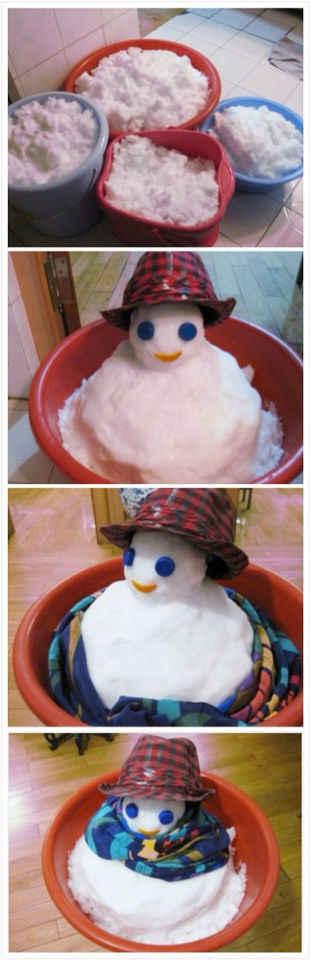 我妈太有才了。家里因为大暴雪所以停水,于是我妈在外面弄的雪回家冲厕所什么的。无聊还在家堆了个雪人。哈哈、乐死我了。