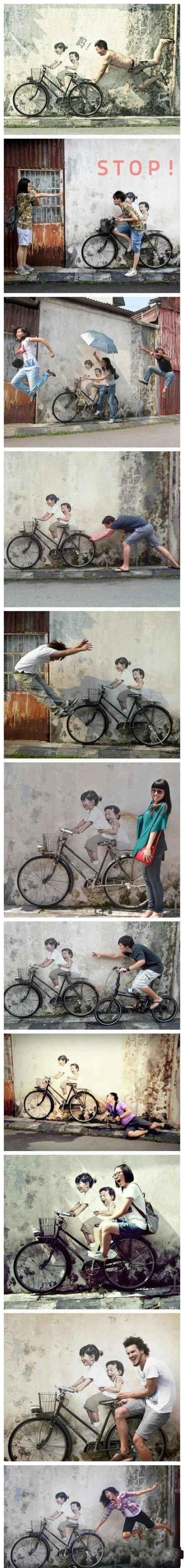 在马来西亚槟城的某街道小巷内,一幅绘制于墙面上的普通绘画:姐弟俩欢快地骑自行车,配合一辆真实的自行车道具,吸引了众多居民与路人前来参观,并争相摆出各种创意造型,于是就出现了下面一个个非常有趣、搞怪的场景,非常的有创意。
