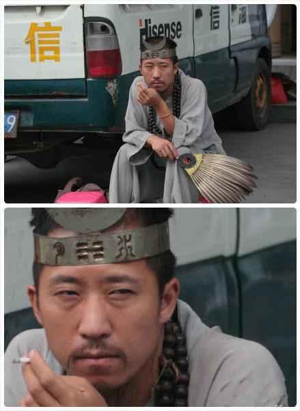 在去往凤凰古镇途中某县城的算命先生,眼神如此犀利,不觉心中一紧。。。
