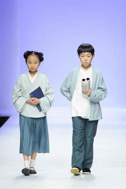 这才该是中国的校服!!