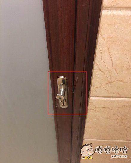 我真的服了,我可能是历史上第一个因为门把手断了被锁酒店厕所里的人