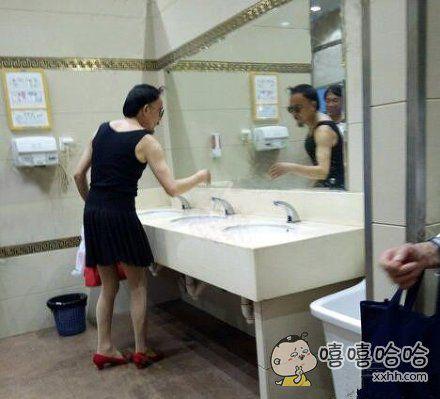 我还以为进了女厕所了呢?
