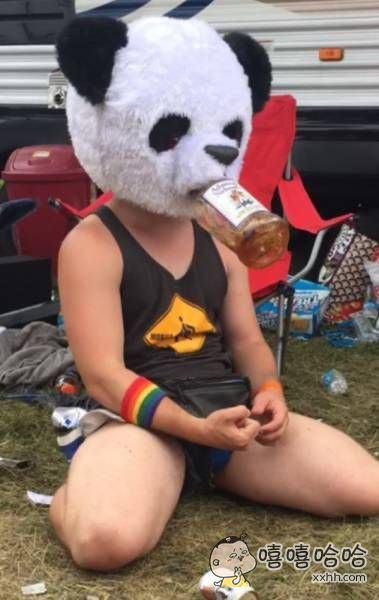 大熊猫还会喝饮料?