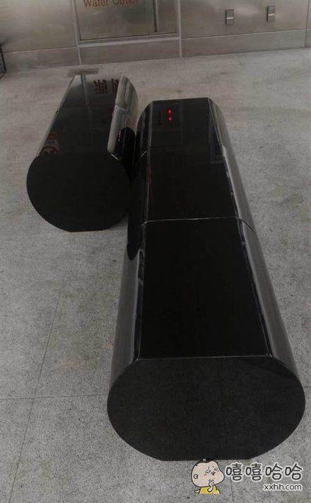 新北捷运顶埔站,风格诡异的候车椅,这是要吓死谁??