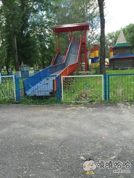 现在的儿童设施都这么鬼畜的吗?