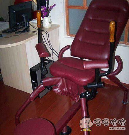 去女同事家里玩,没见过这种椅子想试试,结果女同事说她老公就快回来了,下次再给我坐,要不要这么麻烦