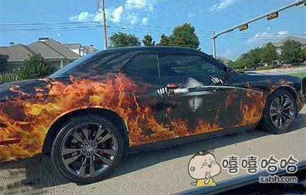 一眼望去还以为车子自燃了呢!