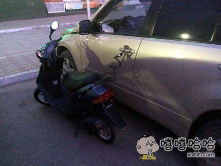 摩托车锁好了