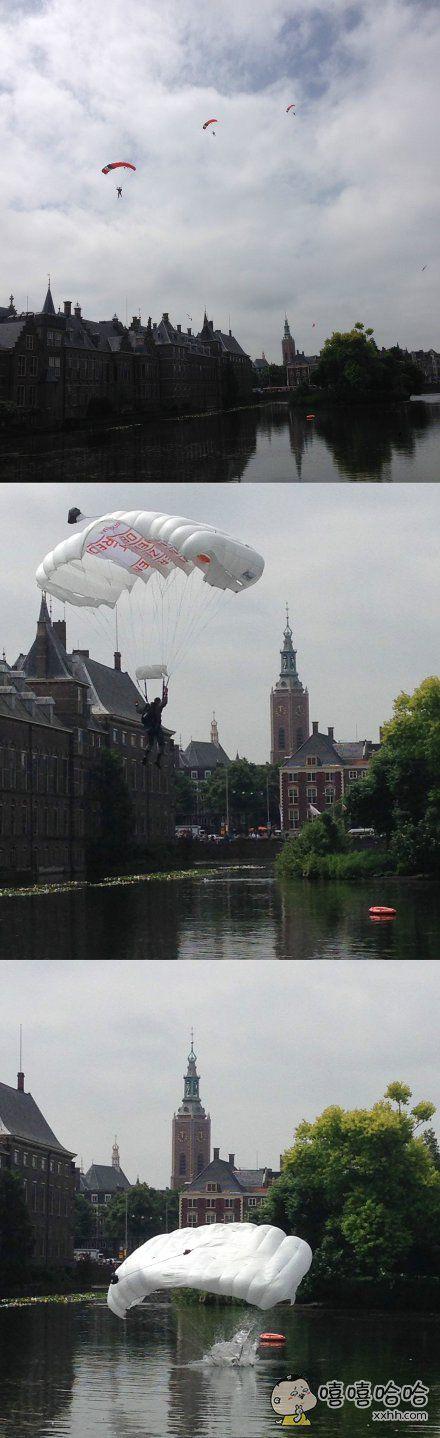 伞兵们为市民表演跳伞。。。美中不足,水花没控制好。。。