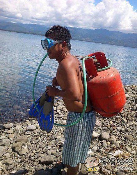 哥们儿,你这潜水设备是自制的吧!