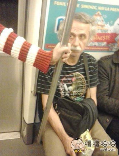 在地铁上看到一位面熟的大叔,似乎遇到了很了不起的人呢