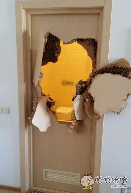 一个运动员进厕所洗了个澡之后就发现门再也打不开了,最后不得不。。。。。