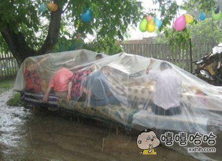 说好了今天野餐就是今天野餐,就算下雨也要野餐!!!
