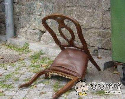 一张垂头丧气的椅子