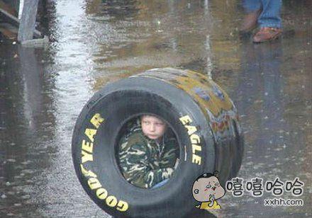 孩子有避雨的好方式。