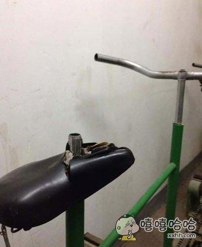 自行车能骑成这样真是叫人担心。