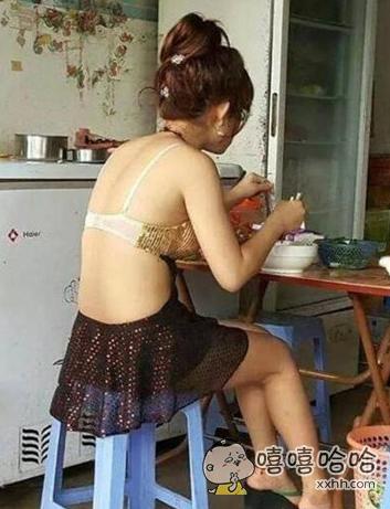 菇娘,不穿衣服就出来吃饭,也太没节操了