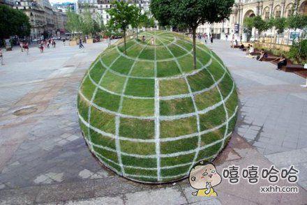 其实这只是一块绿草坪。