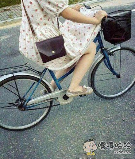 闷热夏天穿裙子骑自行车的正确方式