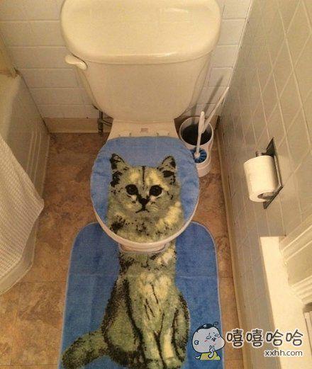 去朋友家玩,上厕所的时候当场就吓尿了。。。。