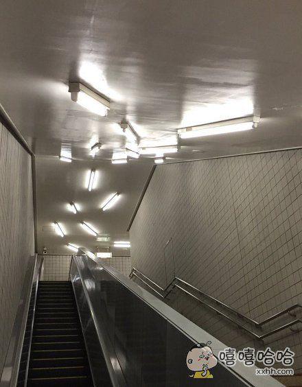 日本清澄白河站的照明系统…真的不是用来逼死强迫症的吗!?