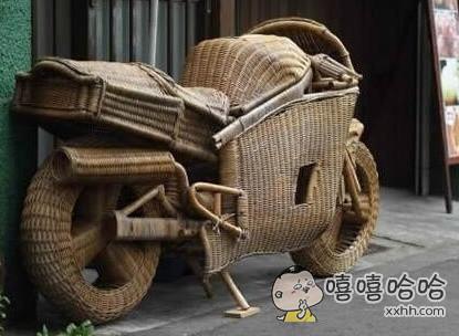 竹编的摩托车