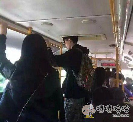 高个子坐公交也挺心塞的