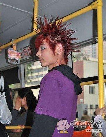 公共汽车上遇到的酷派大神。