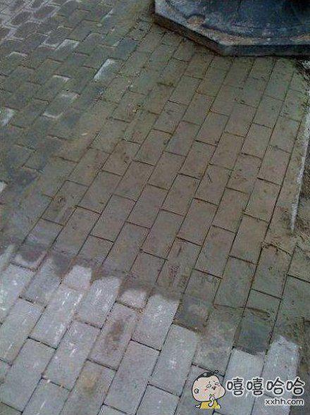 你看明白了吗?有一片不是砖,是水泥上画了几道。