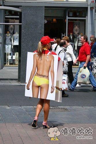 大街上惊现一性感美女。