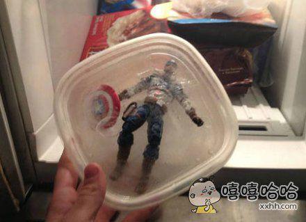 我在冰箱里发现了这个,室友竟然告诉我他是在保护它直到我们需要它来拯救这个世界