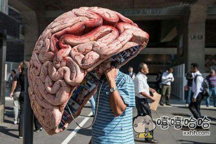 会打公用电话的都是有头脑的人。