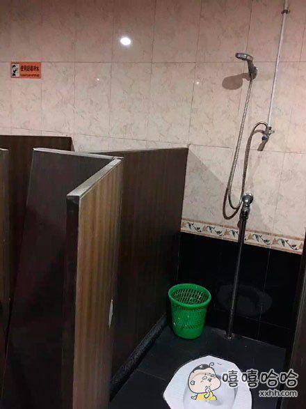 这个厕所,什么心态?拉完智能冲洗吗?