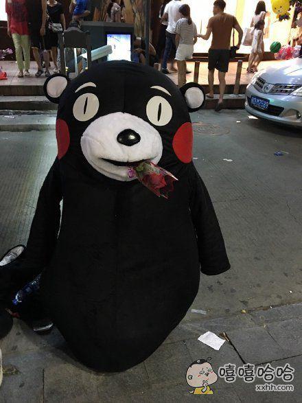 七夕之夜,偶遇卖花熊