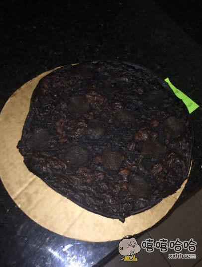 一网友晒出的披萨出炉照,大家感受下。。。