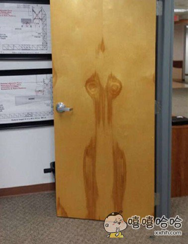 这个门到底经历了神马?