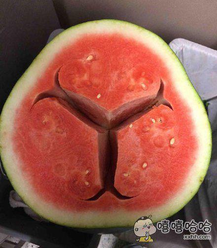 切开以后发现这西瓜是个艺术家。