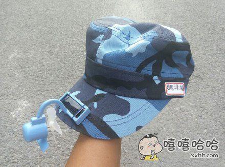 军训时偷偷在帽子上装太阳能电风扇。。。