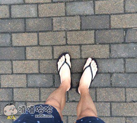 穿了一个暑假短裤后我的脚在发光