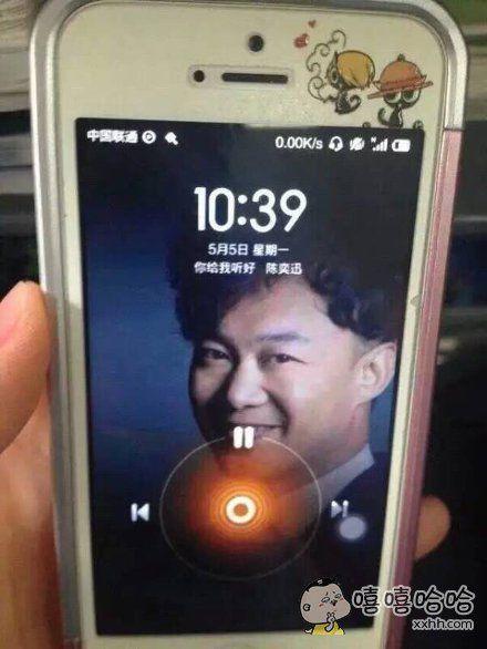 朋友的手机锁屏界面,有毒。
