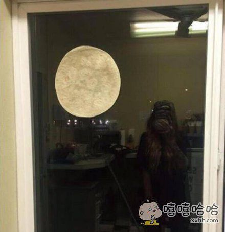 朋友圈看到有人发的好大的月亮,中秋快乐