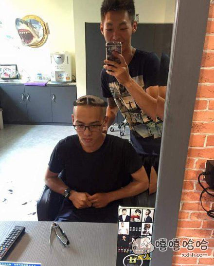 一位同学剪了个新发型
