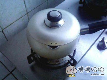 第一次学做饭,锅子正在很嚣张的看着我